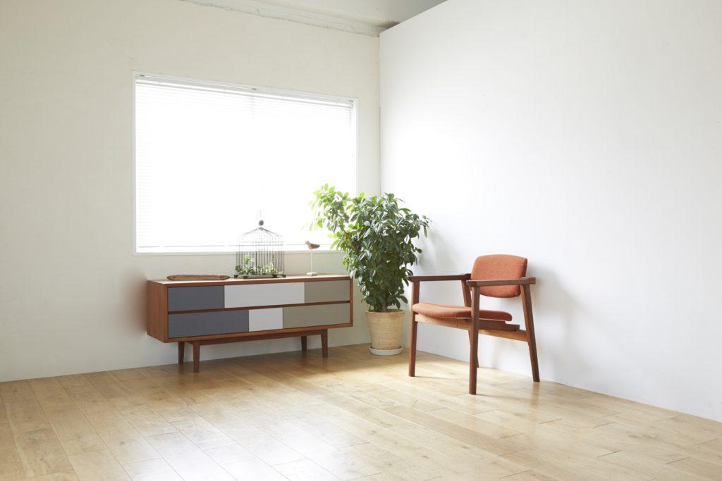 腰窓下の家具配置