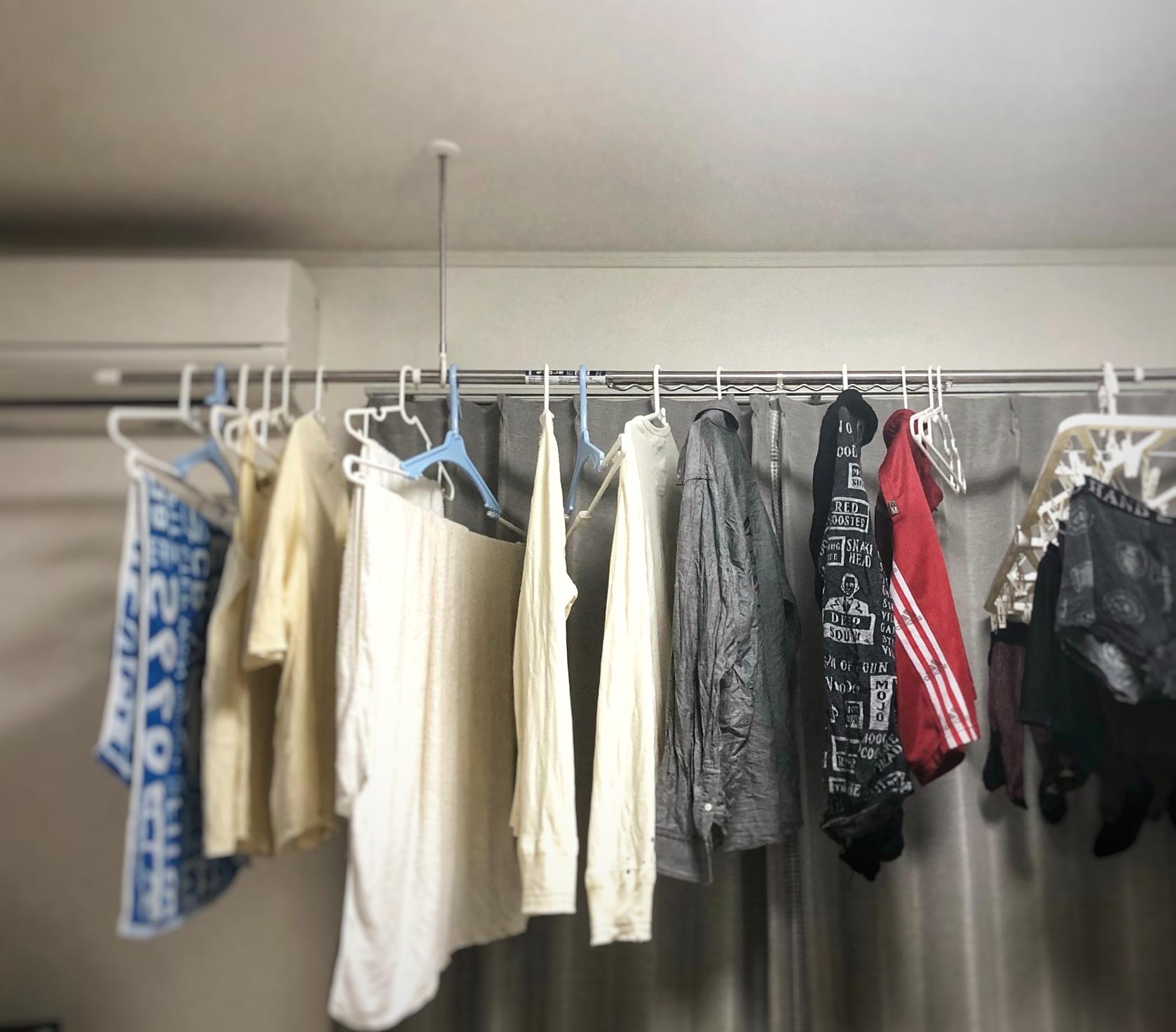 大量の洗濯物 室内干し